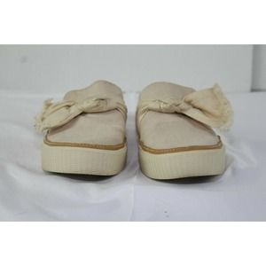 ladies TOMS flats size 7 no stains